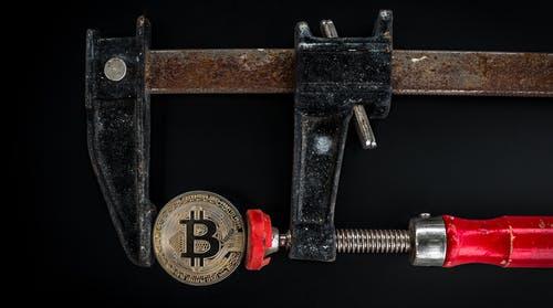 La morsa della regolamentazione sulle valute digitali
